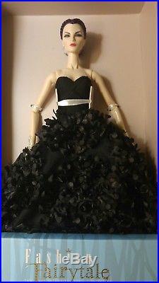 Fashion Royalty Fashion Fairytale Convention Malefique Elyse Jolie Doll NRFB
