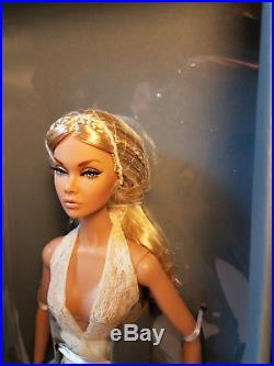 Integrity Toys Fashion Royalty Summer of Love Poppy Parker IFDC Souvenir Doll