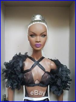 NRFB VANITY & GLAMOUR NADJA RHYMES NU FACE FASHION ROYALTY INTEGRITY Doll 12